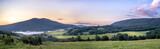 Połonina Caryńska w Bieszczadach o wschodzie słońca. Widok z przełęczy Wyżnej. W oddali Tarnica - 219035547
