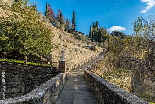 Fototapeta Paradiso religioso al Santuario delle Celle a Cortona - Toscana - Italia