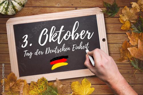 """Leinwandbild Motiv Herbstlaub und Kreidetafel mit Aufschrift """"3. Oktober - Tag der Deutschen Einheit"""""""