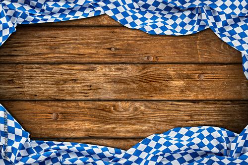 Leinwanddruck Bild Rustikaler Oktoberfest holz hintergrund leer mit wiesn bayern bayrische fahne flagge / bavaria wooden wood background with bavarian flag empty copy space