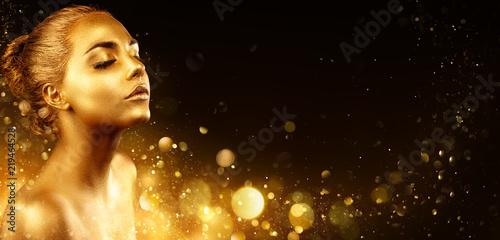 Złoty Makeup - Moda Modelu Portret Z Złotą Skórą I Błyskotliwy W Błyszczącym Tle