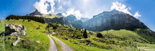 Leinwandbild Motiv Wanderweg vom Kandertal, Blausee Mitholz, ins Kiental, Giesene, Breitwangflue, Berner Oberland, Schweiz