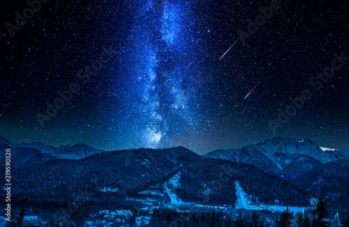 Foto Murales Falling stars and Giewont at night in winter, Tatra Mountains