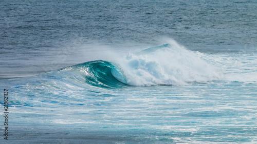 vague en rouleau sur l'océan © AnneLaure