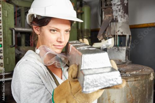 Leinwanddruck Bild Werkstücke aus Stahl in einer Schmiede