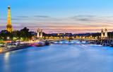 La nuit tombe sur Paris - 219646500