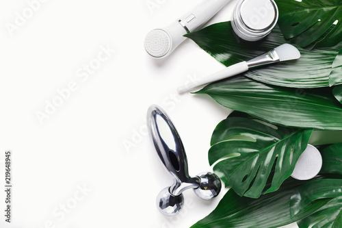 Elektryczny muśnięcie dla głębokiego twarzy cleaning na białym tle