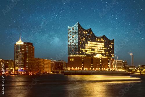 Leinwanddruck Bild Hamburger Elbphilharmonie bei Nacht