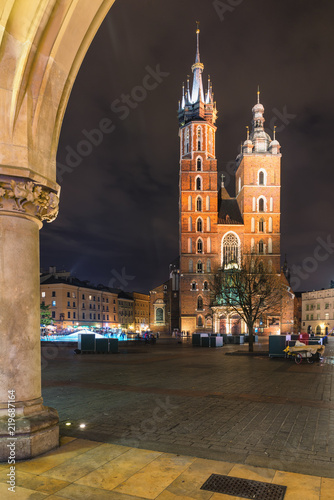 Krakow, Stare Miasto, Old Town square, St. Mary's Basilica © insideout78