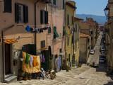 Calle de Portoferraio en la isla de Elba