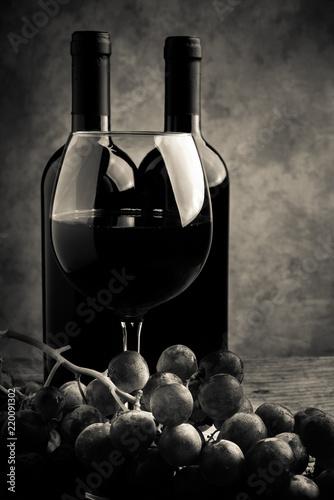 Fototapeta red wine tasting - cream tone style image