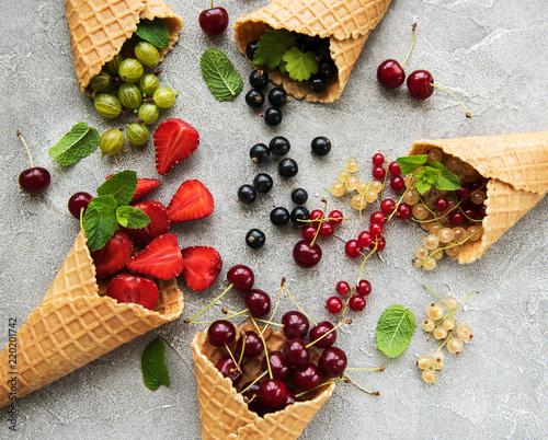 Leinwanddruck Bild ice cream cone with berries