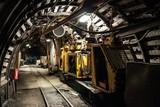 Pociąg do transportu węgla w kopalni węgla