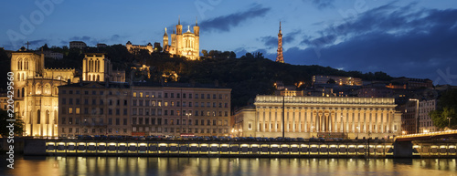 Foto Murales View of Lyon by night. France.