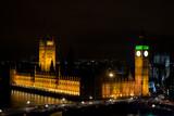 Vista aerea di notte della Casa del Parlamento, la torre Big Ben e il Westminster bridge dal London Eye, Londra, Regno unito - 220517502