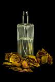 Flacone di profumo e fiori secchi - 220521178