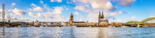 Leinwanddruck Bild Panorama of the skyline of Cologne with Rhine and Cologne Cathedral