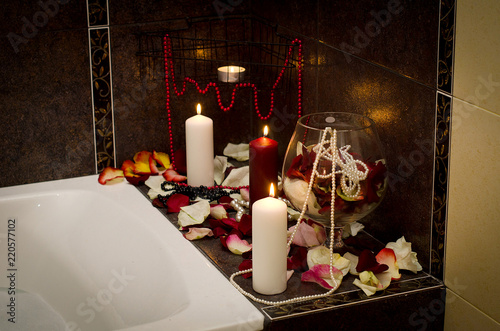 Foto Murales Bath with rose petelas and candles
