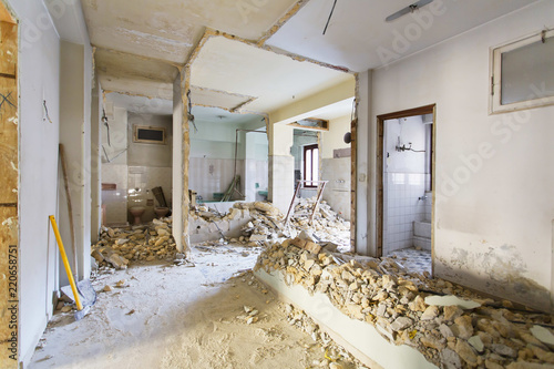 Apartament nie odnowiony, pokój przed remontem