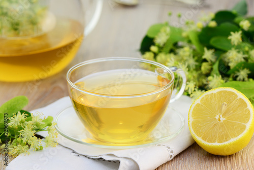 Leinwanddruck Bild Tee , Lindenblüten