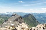 Vista panorámica de un pico rocoso en los Pirineos. - 220690566