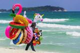 Verkauf von aufblasbaren Schwimmhilfen, Thailand - 220832134