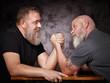 Leinwanddruck Bild - Zwei Männer beim Armdrücken