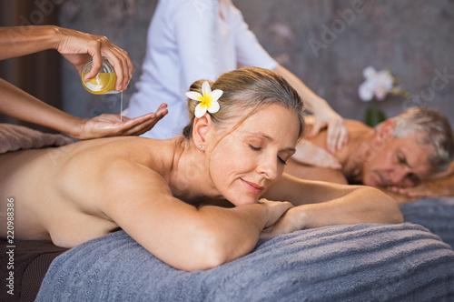 Leinwanddruck Bild Senior couple having oil spa massage