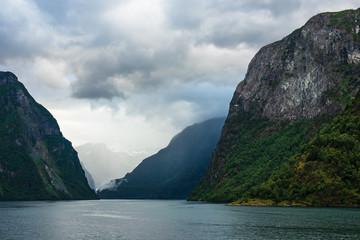 Blick auf den Aurlandsfjord in Norwegen © Rico Ködder