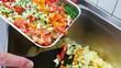 Gastronomie Essen Gemüse zu Kartoffeln geben
