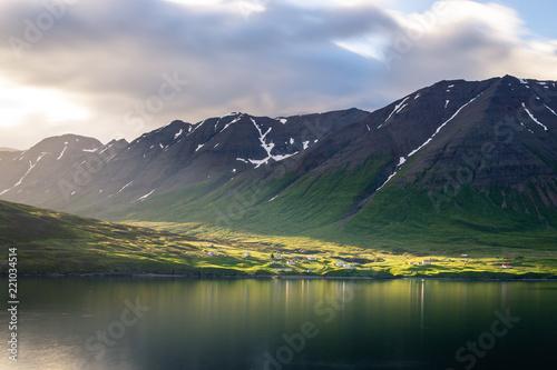 Einsames Dorf, Island, Nord-Küste - 221034514