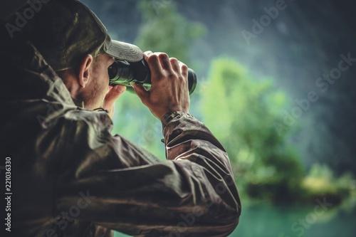 Leinwanddruck Bild Hunter Spotting Game