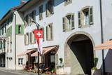 Mittelalterliches Stadtbild entlang der Grand-Rue in Roll VD - 221167165
