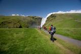 De ruta hacia la cascada de Skógafoss en Islandia