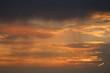Zonsondergang - fraaie wolken lucht tijdens een lichte regen bui