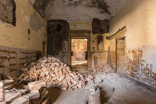 Fototapeta A pile of romanic bricks in a empty room