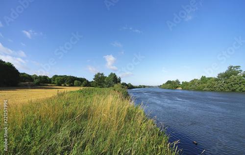 Sekwany brzeg rzeki w regionalnym parku przyrodniczym Vexin