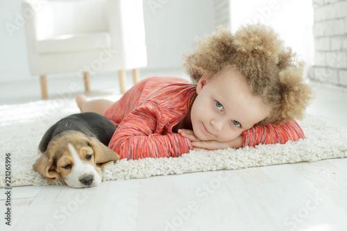Leinwanddruck Bild Child with dog