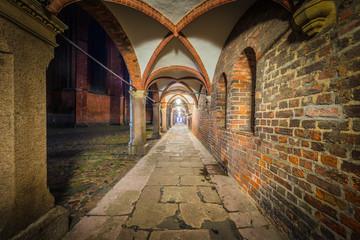 Backyard passage in Luebeck, Germany. © Anibal Trejo