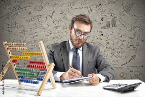 Foto Murales Nerd accountant does calculation of company revenue