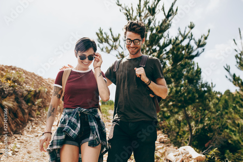 Foto Murales Happy couple on a holiday walking together
