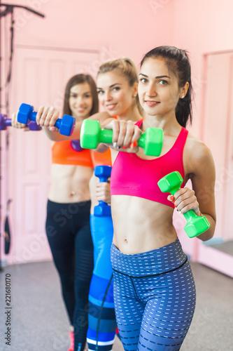Młode kobiety pracujące