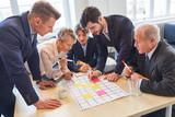 Business Team im kreativen Workshop
