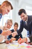 Business Team im kreativen Ideen Workshop