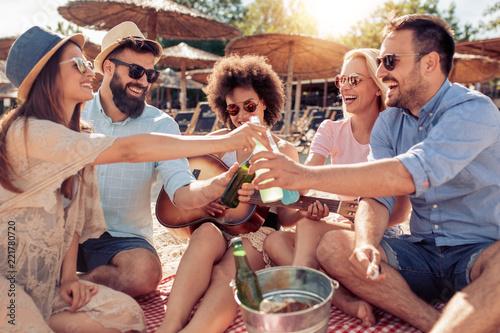 Foto Murales Enjoying summer with friends