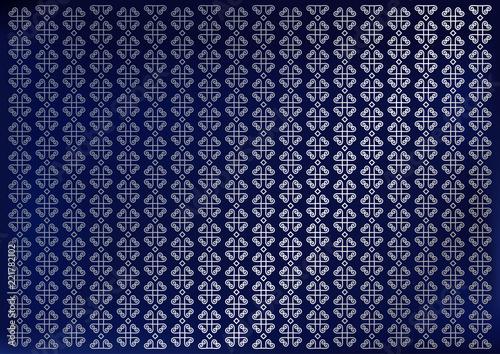 Niebieskie tło aksamitu ozdobione pionowymi paskami kwiatów ozdobnych w kolorze srebrnym dla papieru decoupage, scrapbooking, tło, dekoracja, opakowanie, okładka, sklep jubilerski