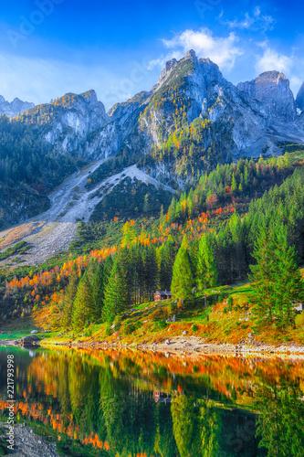 Leinwanddruck Bild Beautiful view of idyllic colorful autumn scenery in Gosausee lake Austria