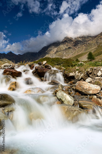 Panorama alpino, Val grande, Italia - 221796580