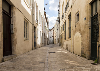 Curved Lane in Orleans France © Daan