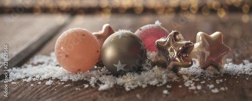Leinwanddruck Bild Christmasbanner/header closeup of christmasdecoration in snow
